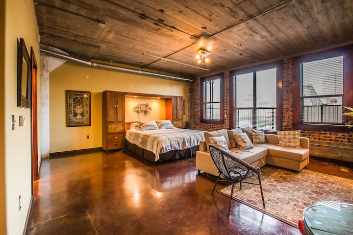 Beautiful Downtown Loft -Walk to GRB! - Houston - Huoneisto