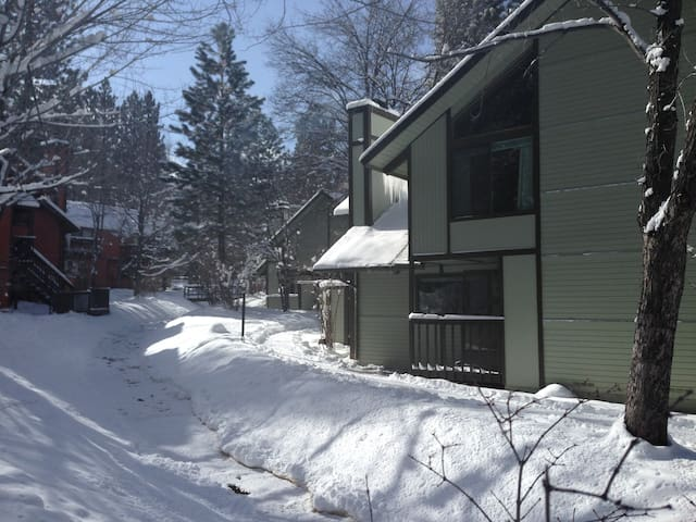 Ski/Bike Escape/ Walk to Resort!! - Big Bear Lake - Apartment