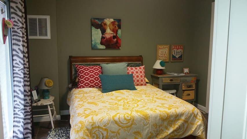Cozy, Pet-Friendly Efficiency Apt. - Maryville - Appartement