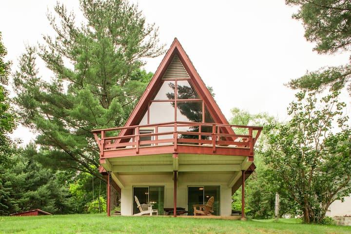 Charming Lake Front Summer Cabin   - Copake - Blockhütte