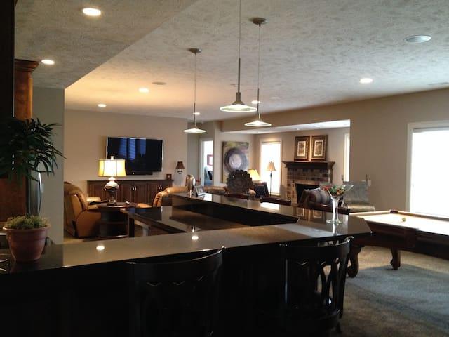2 BD w/ baths, lovely new home! - Omaha - Casa