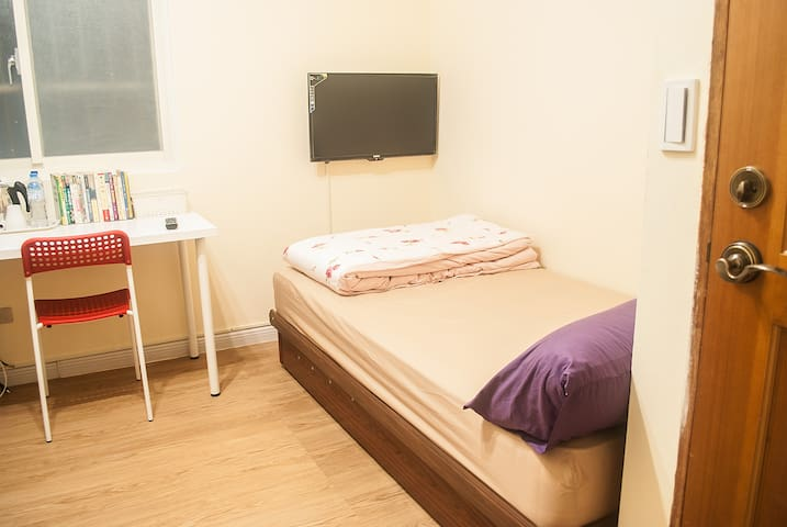 Private cozy condo, free wifi (2D) - Zhonghe District 中 和 - Villa
