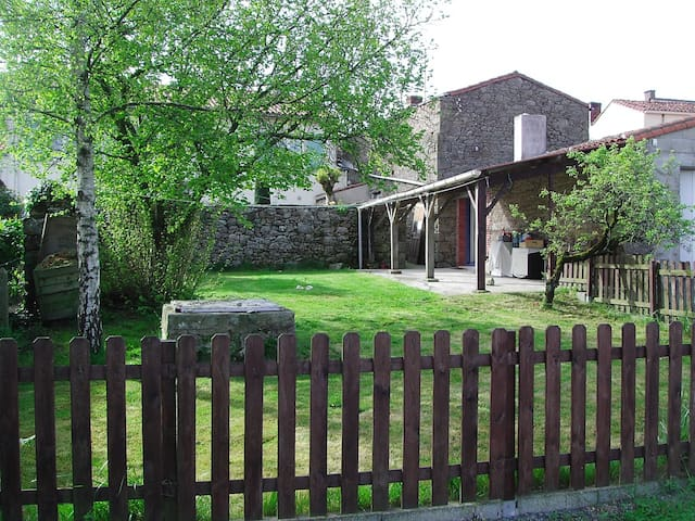 La Loupiote, à 4 kms du Puy du Fou - Chambretaud - Oda + Kahvaltı