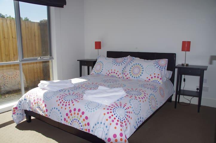 2 bedrooms and a Yard in Mentone!! - Mentone - Apartemen