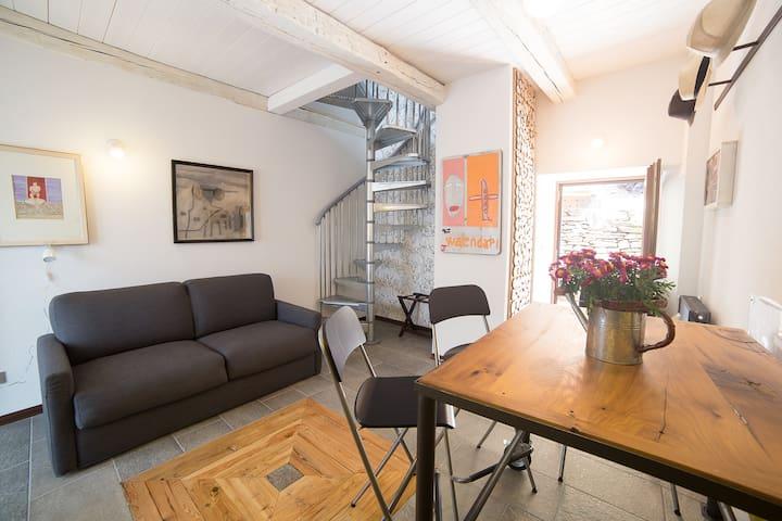 appartamento con vista montagne - Trontano - Hus
