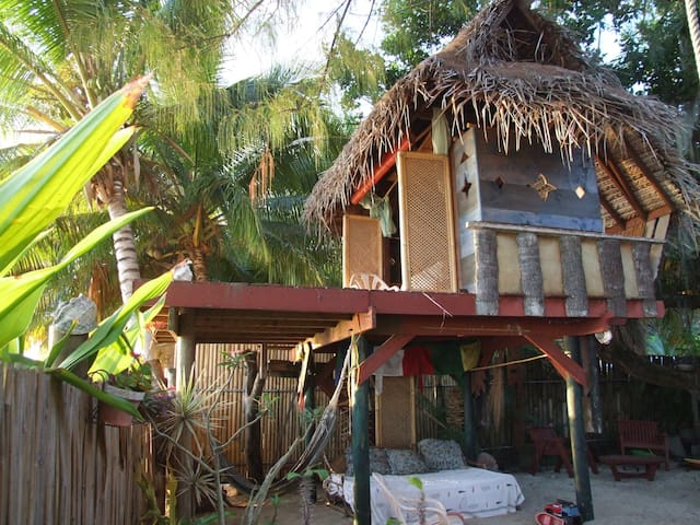 Tree house by the beach - Puna'auia