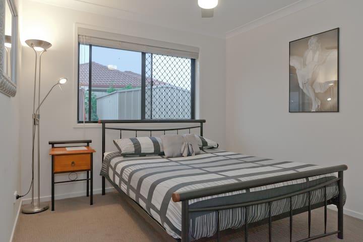 Cozy Private room - Warner - Hus