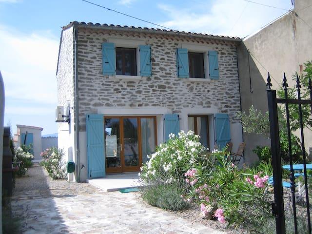belle maison avec piscine  2-4pers - Castelnau d'Aude - Huis