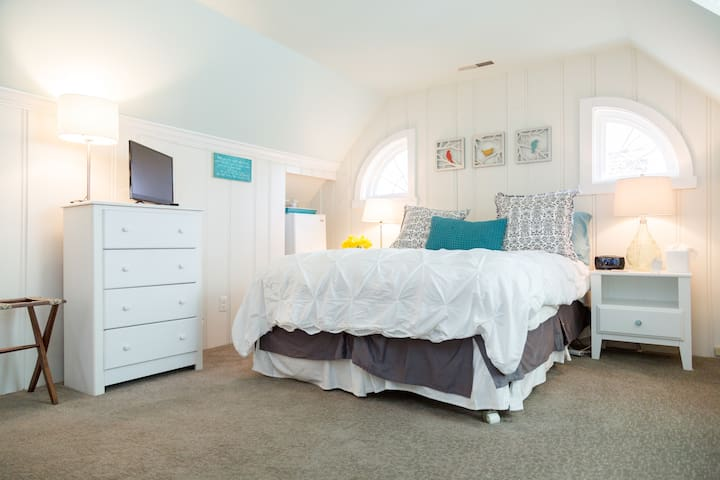 Spacious and Comfortable Bed & Bath - Towson