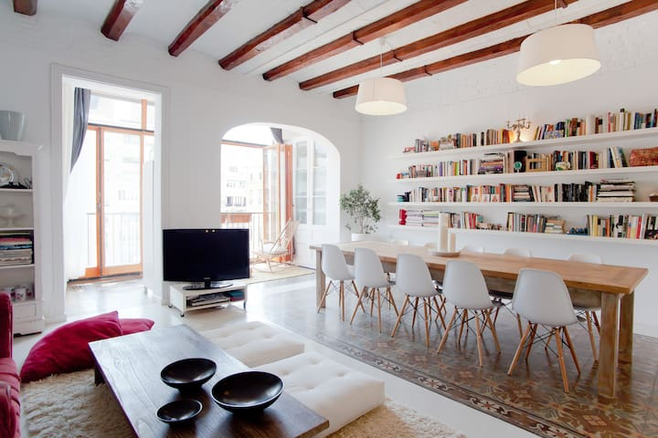 CHARMING, VERY SPACIOUS & BEST LOCATED - Barcelona - Huoneisto