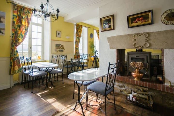 Breton Mill Room 2 Single Beds - Jugon-les-Lacs - Bed & Breakfast