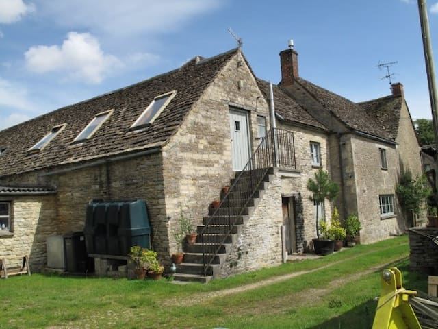 The Tallet at The Old Farmhouse -  Preston Cirencester - Apartamento