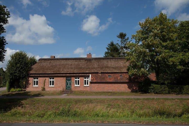 Big farmershouse in the countryside - Großefehn - Hus