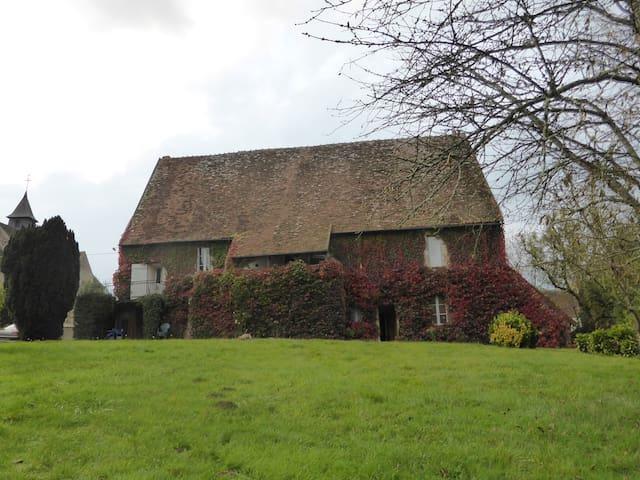 Ancienne maison près de George Sand - Saint-Jeanvrin - Hus