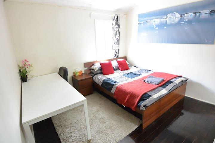 Huge Master Bedroom Central Sydney! - Darlinghurst - Huis