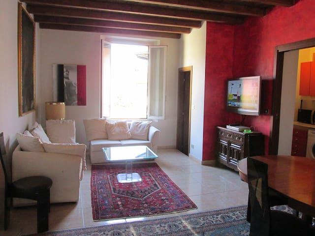 Overlooking Renaissance Castle - Binasco - Lägenhet