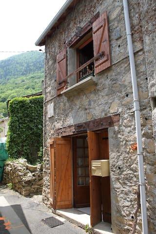 Maison en pierre du pays Le Parédal - Auzat - Haus