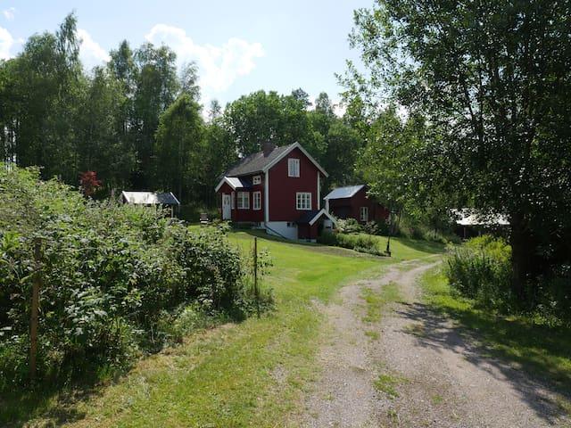 Cosy cottage - ÅRJÄNG
