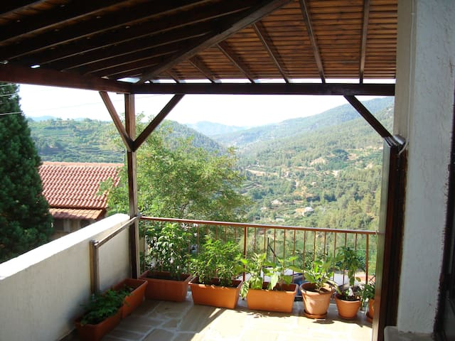 Mountain house - Amazing view - Limassol - Huis