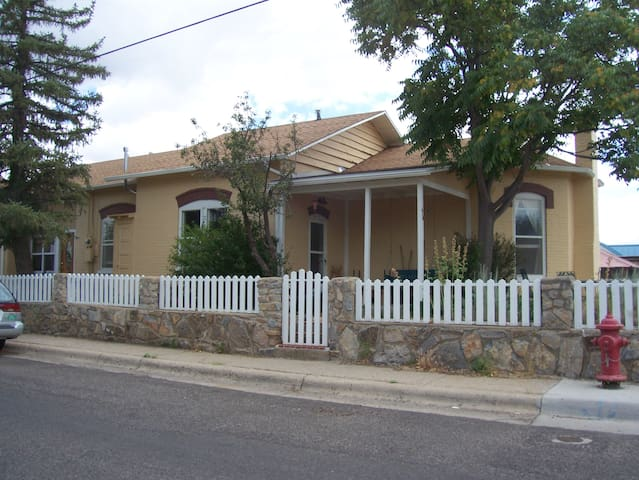 Suite in House in Historic District - Silver City - Huis