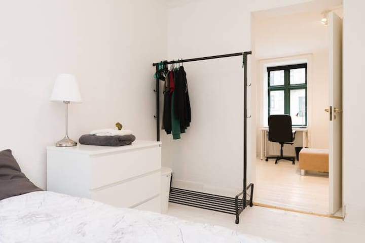 Great room with 2 separate beds in renovated apt. - Copenhague - Departamento