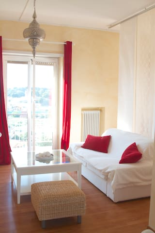 Lovely single room with balcony. - Roma - Apartment