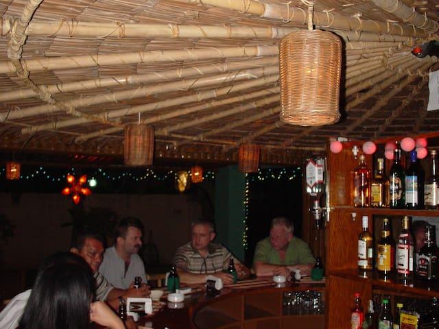 Hacienda Bar Resto and Guest House - Lian