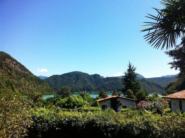 """Casa Lotti"" mit top Seeblick  - Lavena Ponte Tresa - Huis"