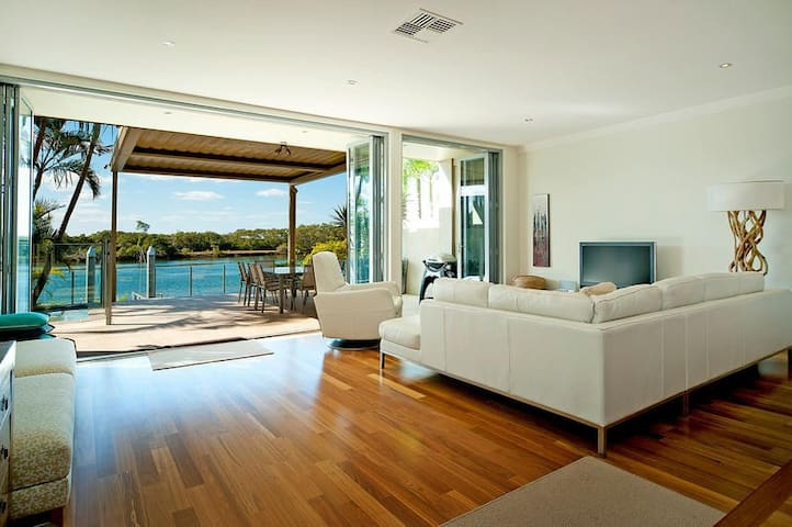 Right on the Water: Sanctuary Cove - Hope Island - House