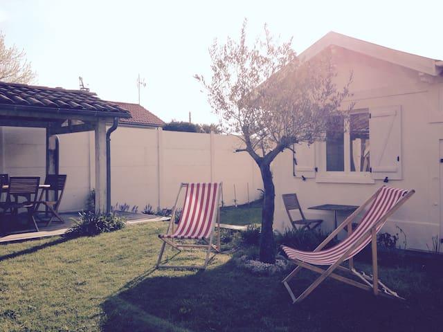 Maisonnette avec piscine & jardin - Le Bouscat - Casa