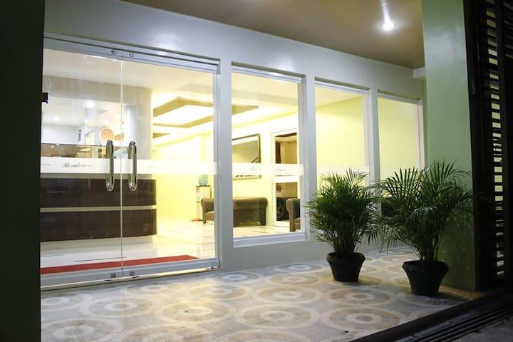 riseRR residences Hotel & Apartel 1 - Legazpi City - Andre
