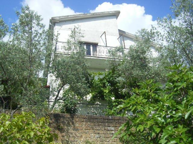 Häuschen in den Sabiner Bergen - Poggio Catino - บ้าน
