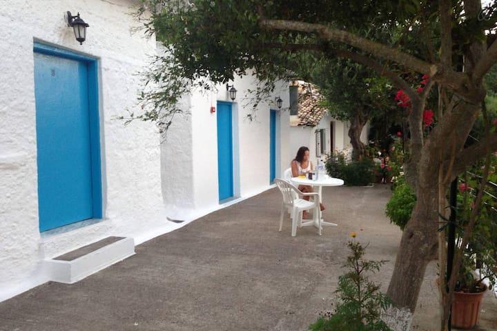 Rooms to let with perfect view - 2 - Katakolo - Pousada