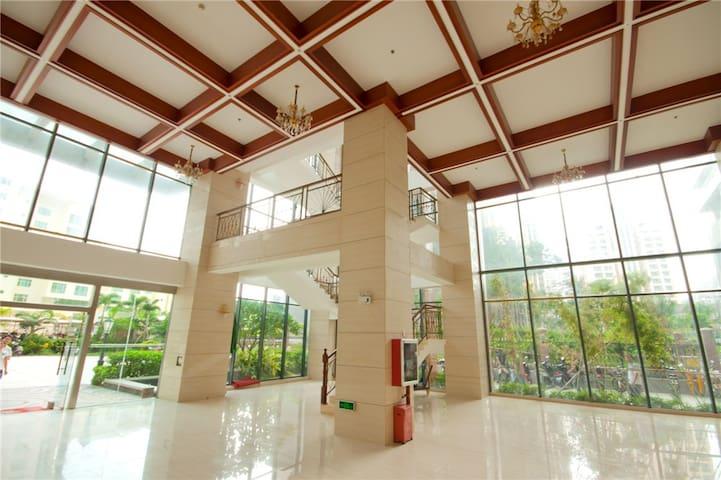 大东海两室一厅精装公寓,离沙滩100米(金茂海景花园) - Sanya - Wohnung