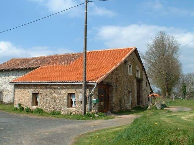 S/C accommodation in converted barn - Chéronnac - Otros