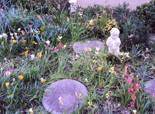 Jenny's Garden Place - Caringbah