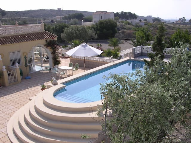 Summer residence with pool + garden - Alicante