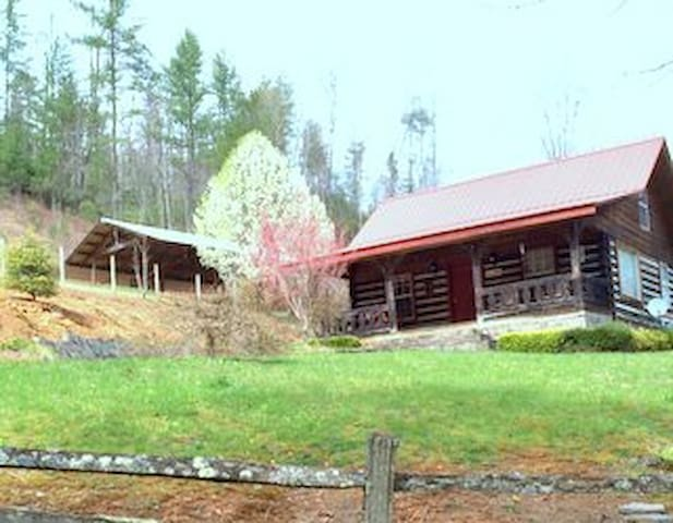 Smoky Mtn. Retreat-Log Cabin Inn - Robbinsville - Stuga