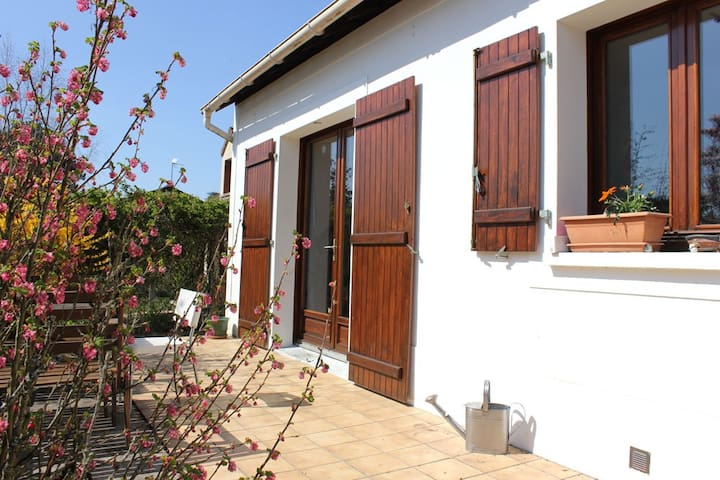 Garden flat in peaceful village - Vulaines-sur-Seine - Apartamento