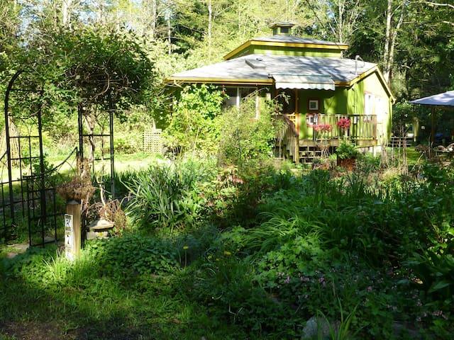 Cottage between glen and garden - Point Roberts