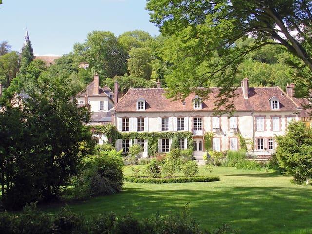 Le Clos Saint Nicolas Suite Haute - Château-Renard - Bed & Breakfast