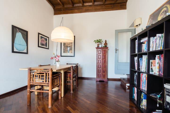 Bright room with great view over the main square - Poggio Mirteto