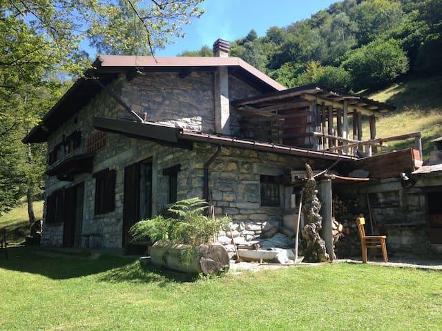 Affascinante baita in pieno bosco - San Fedele Intelvi - Cabaña