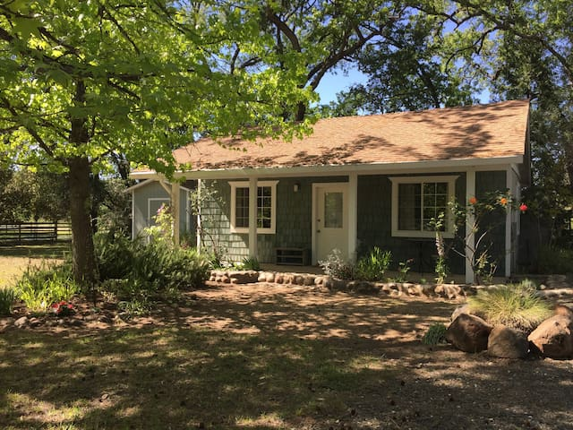 Lovely Creek Cottage at Wind Horse Sanctuary - Nevada City