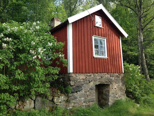 A little red cottage in the woods - Alingsås