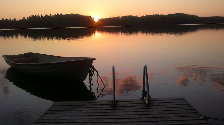 Kesämökki ison ja kalaisan järven rannalla Salossa - Salo - Kulübe