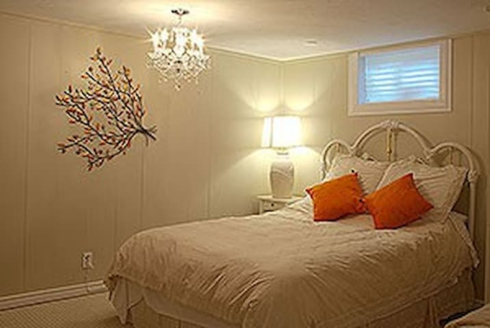Tranquil Rooms or Retreat House - King City - Casa