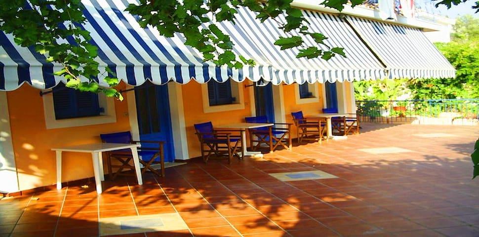 STUDIOS AGIA EFIMIA con PISCINA ,swimming pool,1 - Agia Effimia