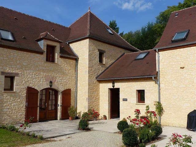 Fantastic Family Villa with Pool - Brantôme - Vila