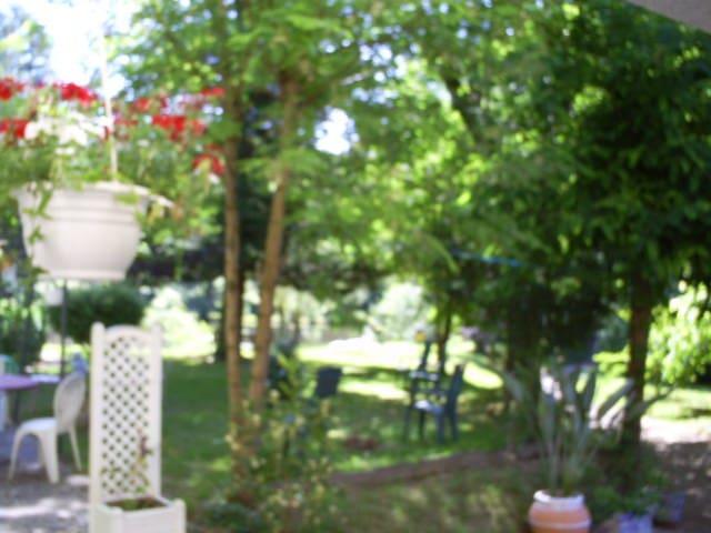 beau site - Royères - Leilighet